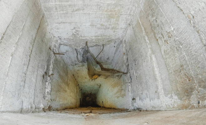 Спуск по узкой шахте привел в командный бункер: фото изнутри поисковик, территории, располагалась, глубину, подняться, обратно, снаряжения, почти, нереальноЗалы, раньше, аппаратура, пустуют, забетонирован, Возможно, комнаты, командного, окраине, метров, действующая, охраняемой
