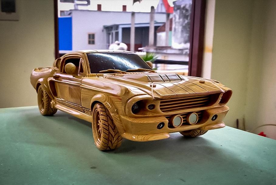 Посмотрите на деревянную копию Ford Mustang с работающей подвеской Новости