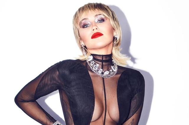 """Майли Сайрус рассказала о своем влечении к женщинам: """"Грудь гораздо красивее мужских гениталий"""""""
