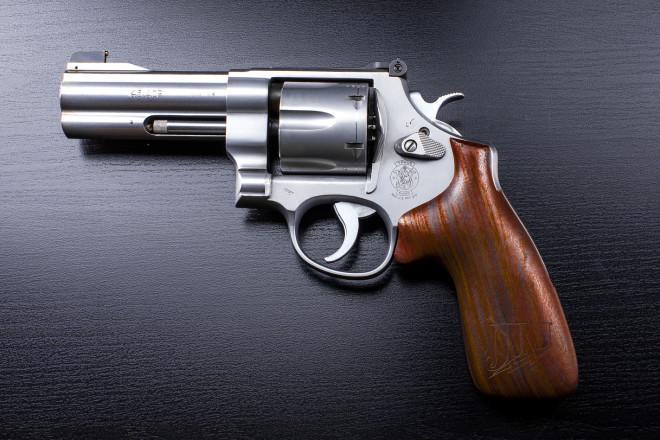 Револьвер в действии: работу гениального оружия сняли изнутри
