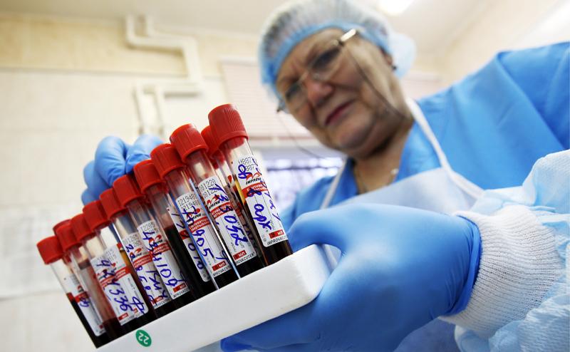 Минздрав решил сэкономить на крови и моче