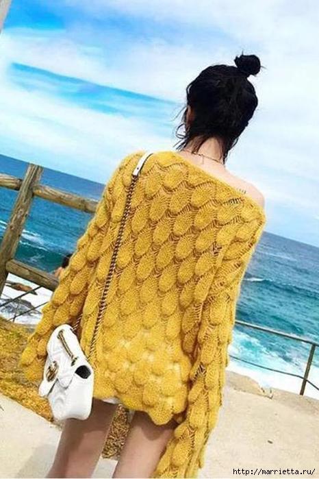 Пуловер спицами красивым узором
