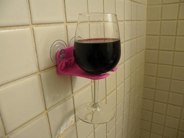 бокал вина на подставке