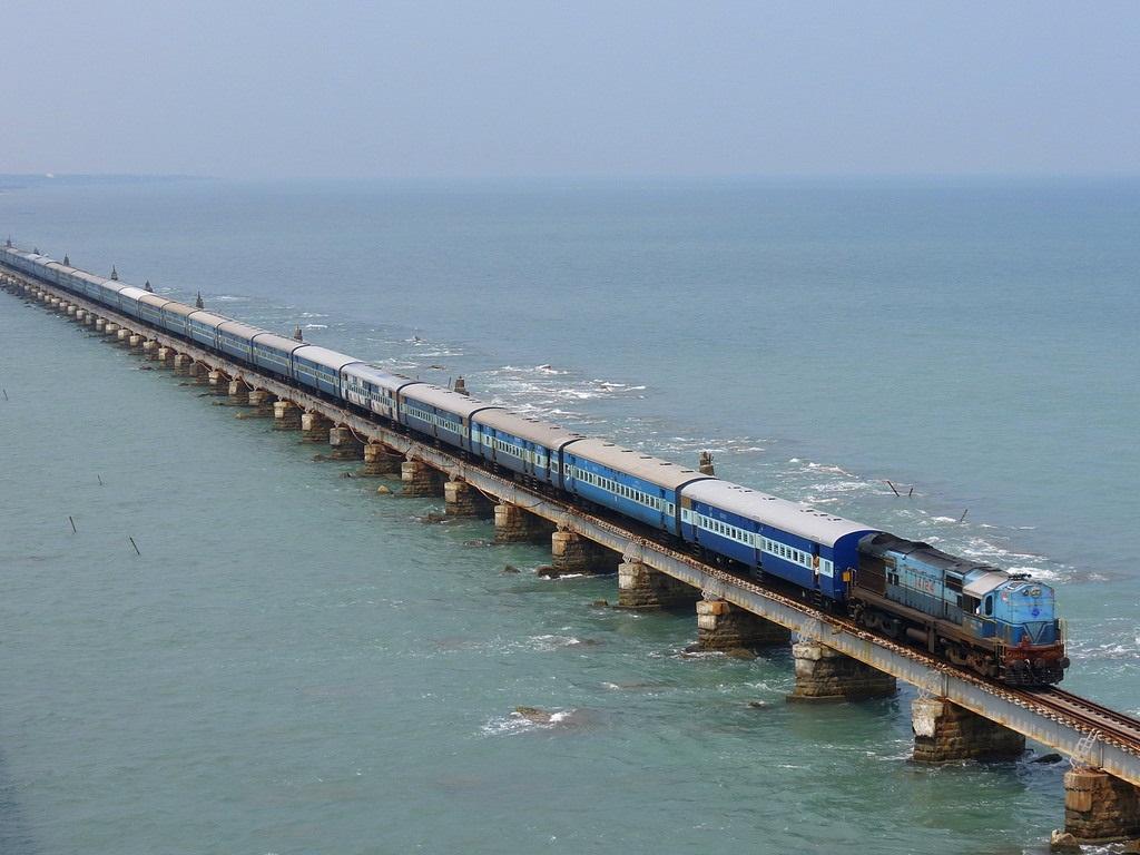 Смешная картинка поезд на море, коллегам