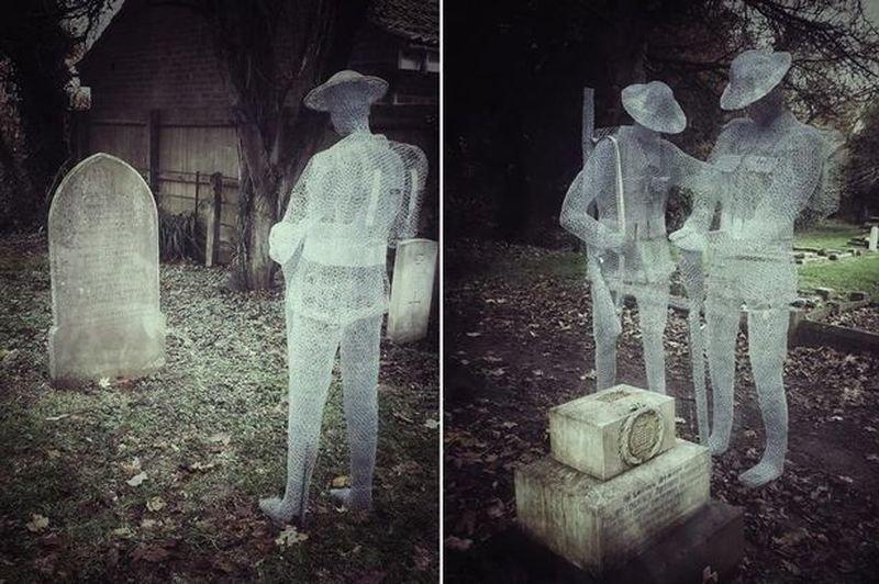 «Призрачные» скульптуры на английском деревенском кладбище