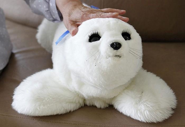 Paro Baby Seal – робот-тюлень для одиноких стариков