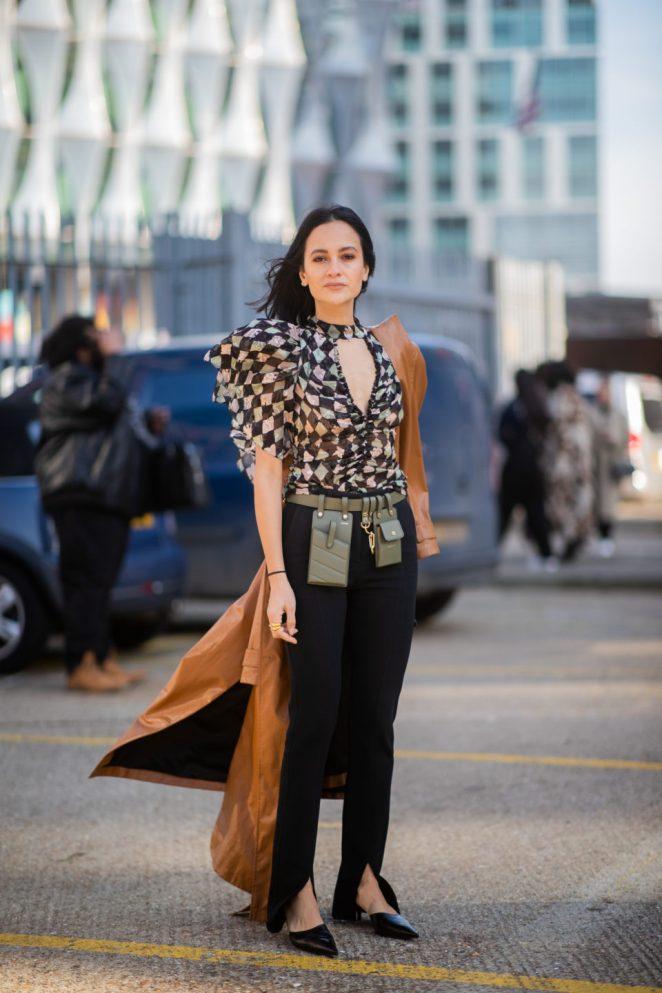 Брюки с разрезами — новый тренд 2020 мода и красота,модные образы,модные тенденции,одежда и аксессуары