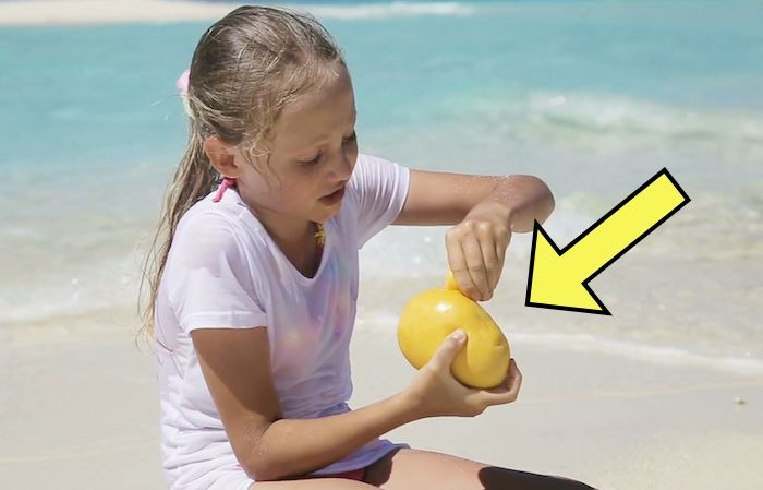 Школьница лакомилась манго на отдыхе, однако последствия заставили родителей поскорее вернуться домой