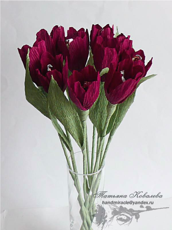 Как сделать  цветы из бумаги и конфет  поэтапно фото 100