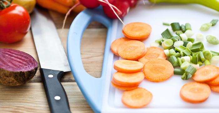 Как резать овощи быстрее и проще.