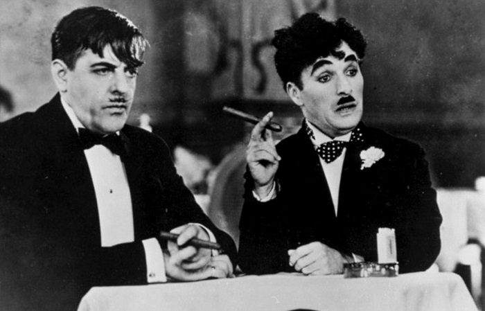 Легендарный Чарли Чаплин и его знаменитые друзья на фотографиях разных лет