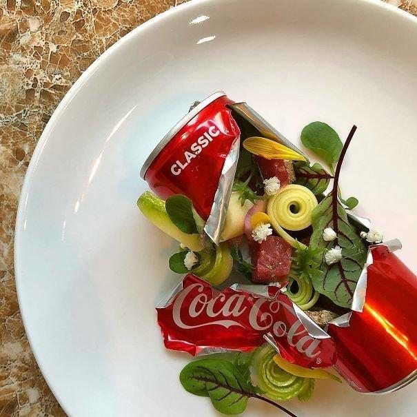9. Салат в жестяной банке блюдо, еда, идея, оригинальность, подача, ресторан, сервировка, странность