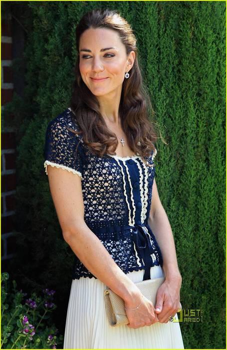 Эффектный синий жакет Kate Middleton