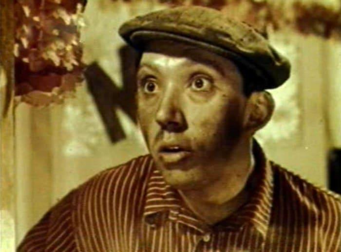 Юрий Никулин в своем первом фильме *Девушка с гитарой*, 1958 (36 лет)   Фото: kino-teatr.ru