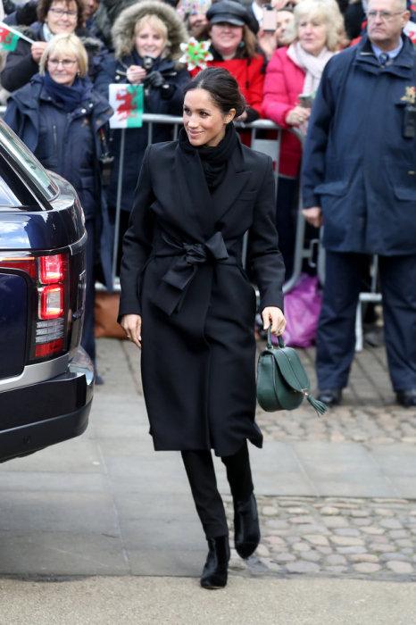 Как всегда, её пальто было потрясающе.