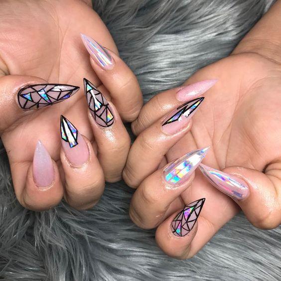 Стилет: модная форма ногтей 2019-2020