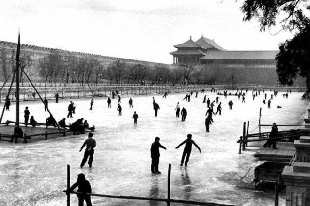 Каток перед самым большим дворцовым комплексом в мире. Пекин, 1957 год. история, люди, мир, фото