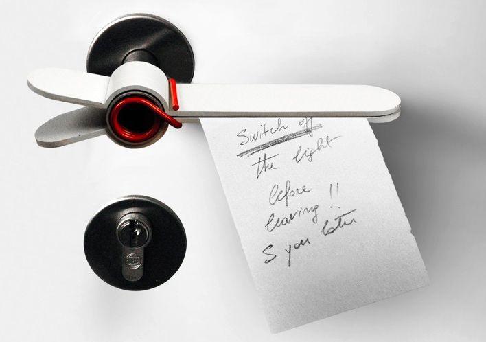 необычные дверные ручки в виде прищепки для записок