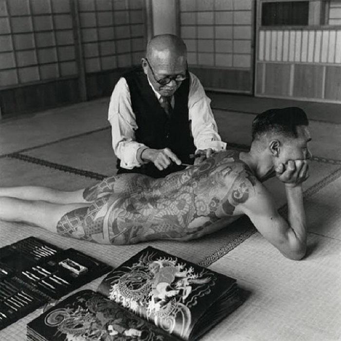 Один из самых известных тату-мастеров в криминальном мире.