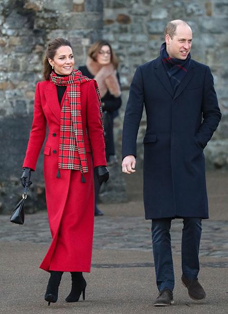 Маршмеллоу на костре и робкие объятия: принц Уильям и Кейт Миддлтон прогулялись по замку Кардифф Монархи,Британские монархи