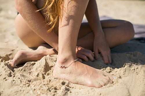 Браслет для ног с янтарем