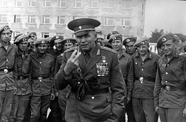 Как генерал Дядя Вася своими…
