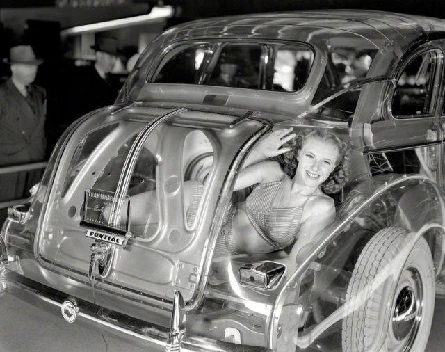 В багажнике не спрячешь. Pontiac Plexiglas Deluxe Six Ghost Car, 1939 год, Нью-Йорке. история, люди, мир, фото