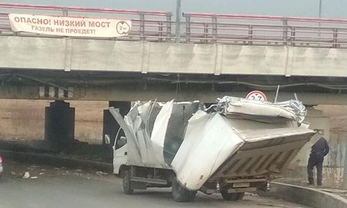 Мост глупости в Санкт-Петербурге отмечает юбилей: застряла 150-я Газель