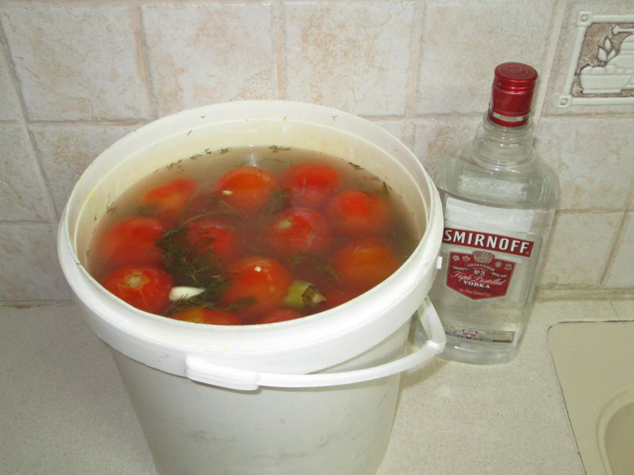 Солёные, квашенные помидоры, как из бочки, но без бочки, ускоренный домашний рецепт.