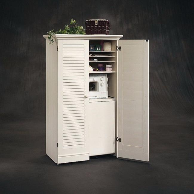 Рабочее место для рукоделия в сложенном состоянии в виде симпатичного шкафа