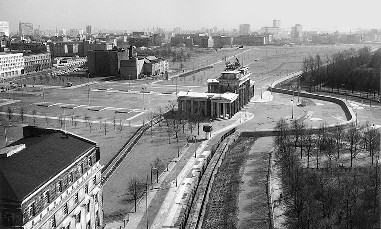 Особое мнение: Берлинская стена - а что бы сделали вы?