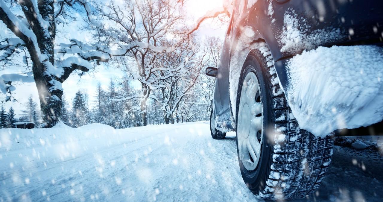 Картинки по запросу зимой тормозить лучше двигателем