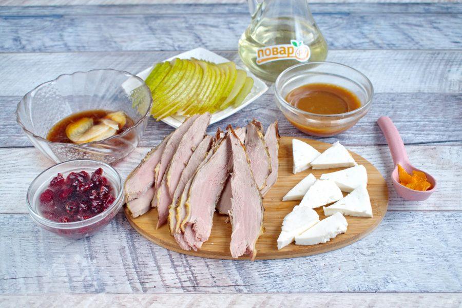Ингредиенты для салата с уткой и грушей