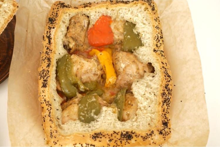 Потрясающе вкусное блюдо: курица в хлебе