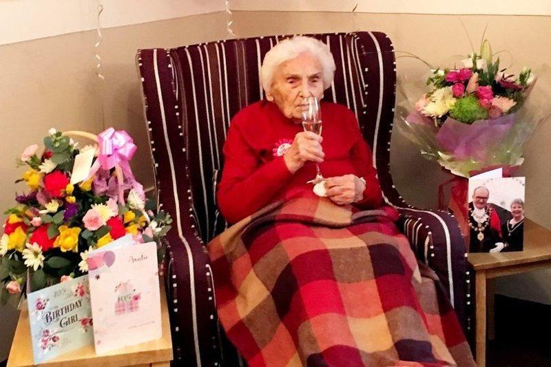 105-летняя бабушка объяснила своё долголетие отсутствием секса 105 лет, ynews, бабуля, день рождения, долголетие, интересное, фото