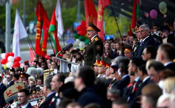 Лукашенко при параде: Батька украл у Путина победу, показав, что он не «слабак из бункера» геополитика