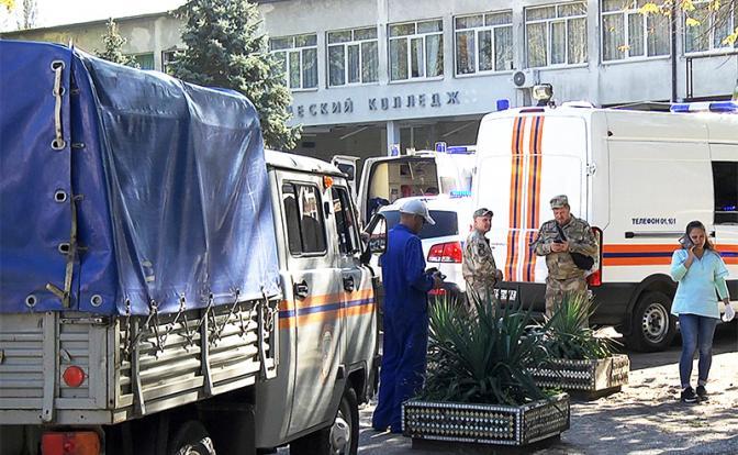Эдуард Лимонов: Атаки на школу