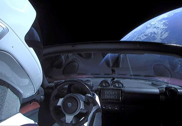 Запущенная в космос Tesla может упасть на Землю авто,автомобиль