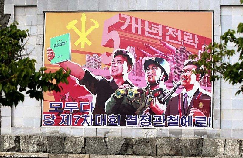 Плакат в поддержку национальной ядерной программы Пхеньян, дворец, ким чен ын, лидер партии, лидеры государств, резиденция, репортаж, северная корея