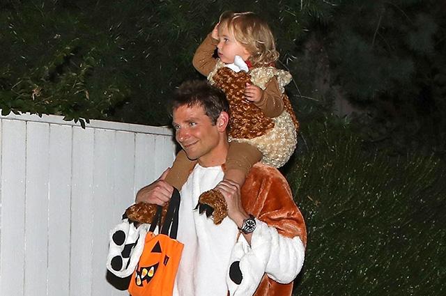Брэдли Купер вместе с дочкой Леей отметил Хеллоуин в гостях у Кейт Хадсон