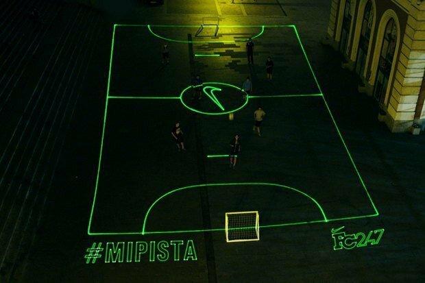 Лазерное футбольное поле от Nike лазер, необычные вещи, оптика, удивительное рядом, физика, хитрости, этот невероятный мир