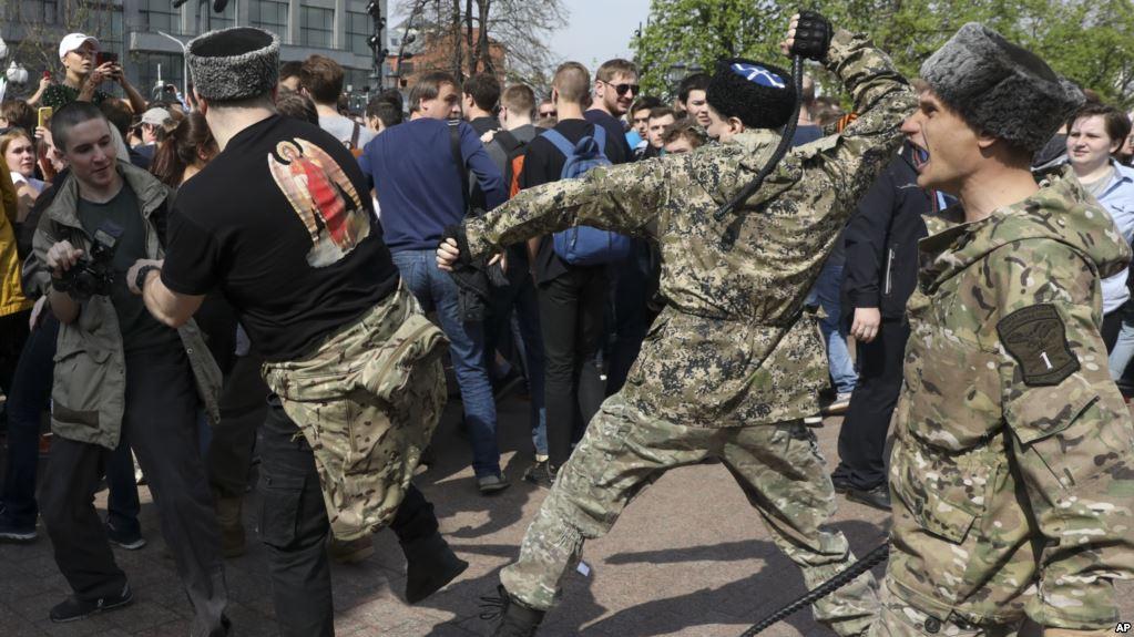 Массовая истерия с провокациями на митинге. А были ли казаки?