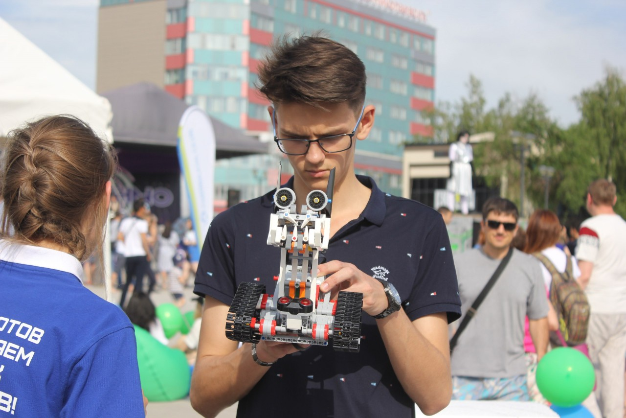 Технофестиваль в Новосибирске: крио-кухня, кибер-чтение и наука будущего
