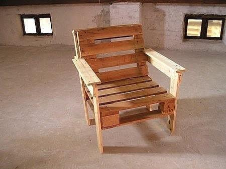 Кресло из ненужного поддона своими руками