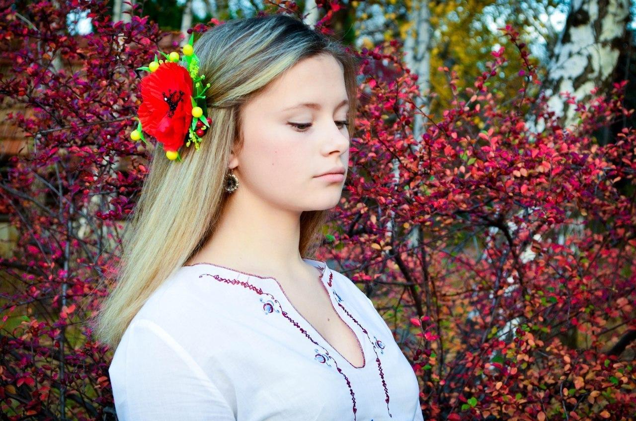девушка славянской внешности с красивыми грудями как жена ребёнок