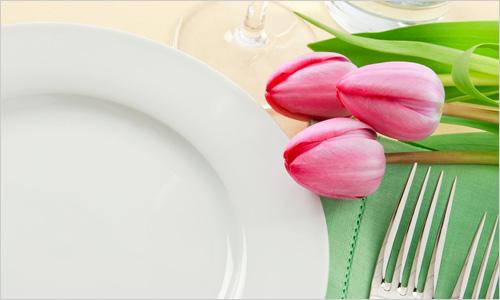Украшение стола на 8 марта