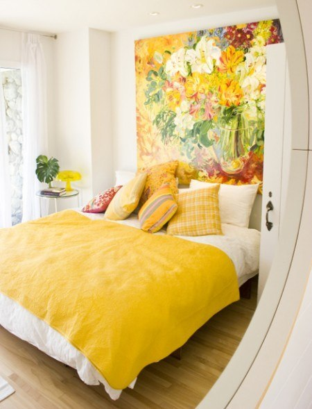 Комната в желто-белом стиле без смс