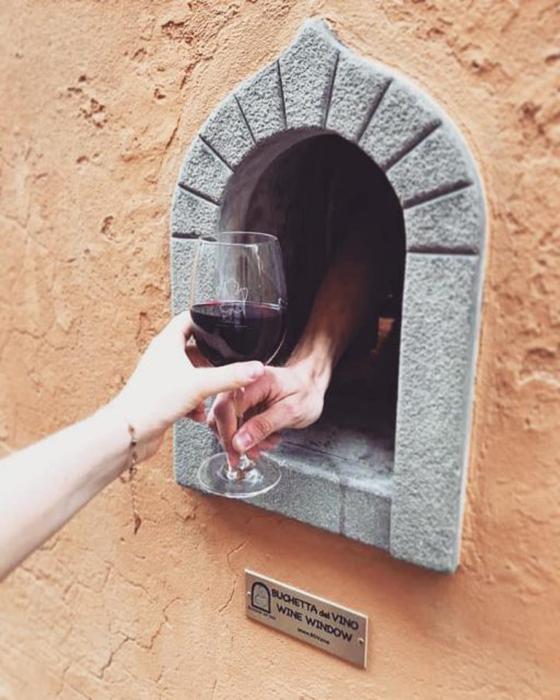Флорентийцы относятся очень позитивно к возрождению традиции винных окон.