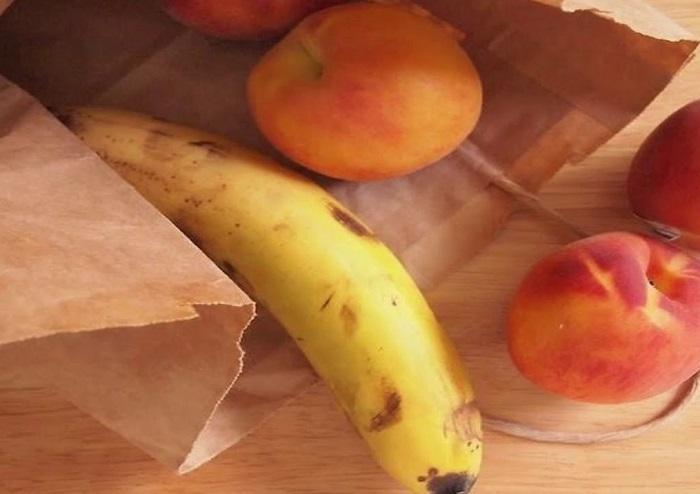 Бананы помогут персикам быстрее дозреть. / Фото: artfile.ru