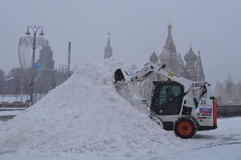 Высота сугробов в Москве существенно превысила норму